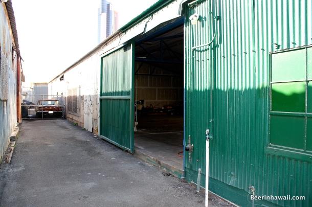 Honolulu Beerworks beer garden empty