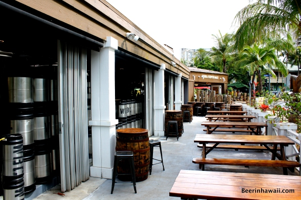 Waikiki Brewing Company outdoor seating