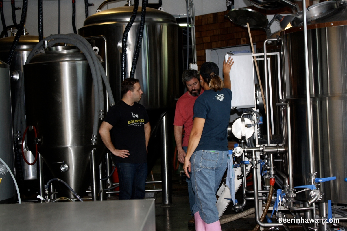 Ben Edmunds brewing at Honolulu Beerworks