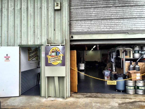 Stewbum and Stonewall Brewing Hawaii tasting room