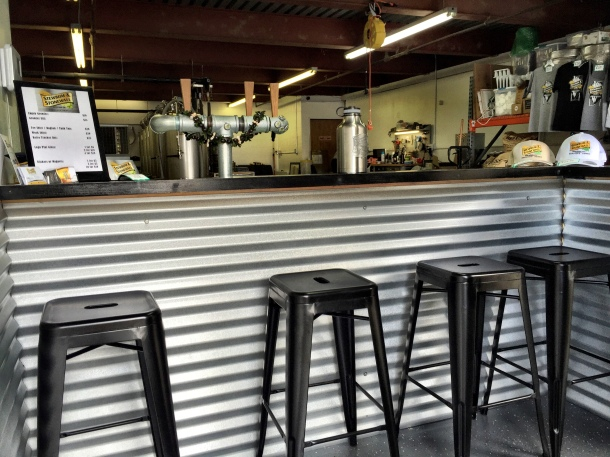 stewbum and stonewall brewing company tasting room kaneohe hawaii